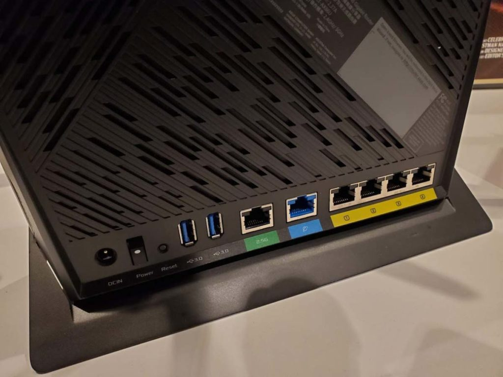 华硕RT-AX86U-Wi-Fi6路由接口2.5G网口